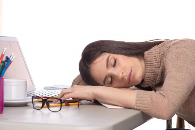 パソコンによる目の疲れ、充血を解消する方法
